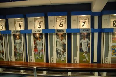 Madrid, 2014, Tour Bernabéu. So, so. Khedira sitzt also in der Umkleide neben Ronaldo.