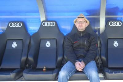 Madrid, 2014, Tour Bernabéu. Da sitzen sonst Trainer und Auswechselspieler rum und fiebern mit. Man sitzt übrigens sehr bequem.