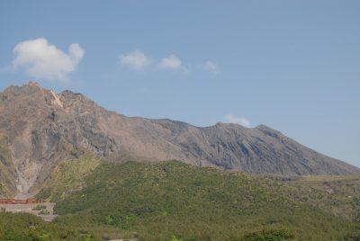 Der Lohn nach 2 stündiger Besteigung dws Vulkans: er pupst ein paar Federwölkchen in den Himmel. Danke!